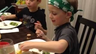 This 6-year old loves his raw oysters and gives a whole new meaning to 'playing with your food'. #rawoysters #oysters #diaryofadomesticdiva