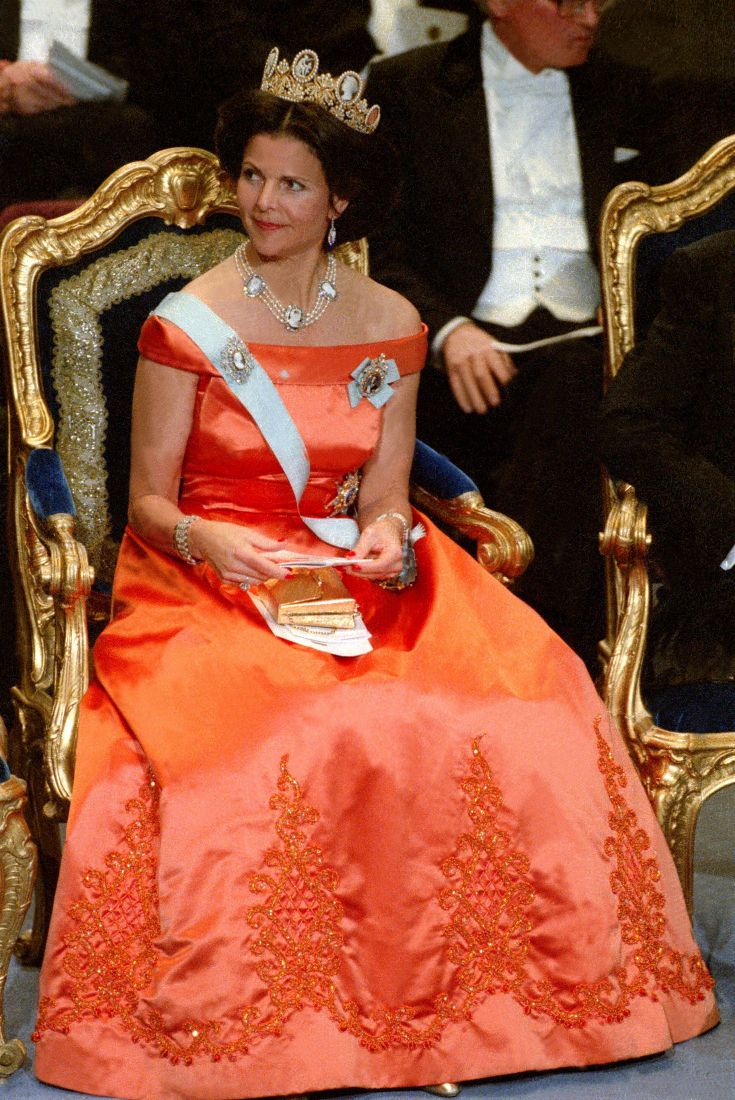 Queen Silvia at the Nobel prize ceremony in 1992 Dress made by Jorgen Bender