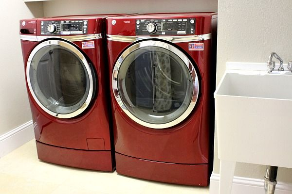 Red GE Washing Machine and Tumble Dryer: these are gorgeous, haven't seen any like this here in the UK.