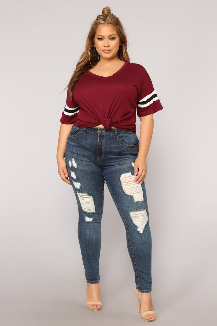 1537210415134 Casual Jeans Look With Wine Red T-Shirt
