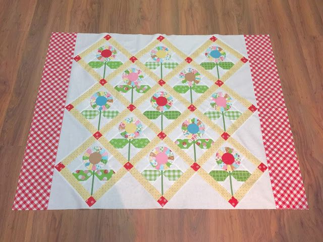 Good Morning!   I hope y'all had a   great weekend:)     Today I'm going to   show you how to make my   Cutie Pie Flower Quilt   ...