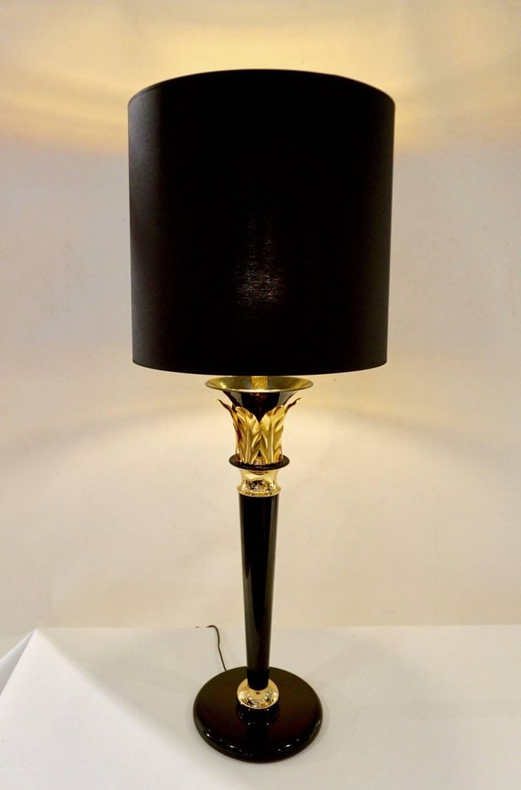 1970 Italian Hollywood Regency Pair of Black Lacquered and Gold Leaf-Motif Lamps 6