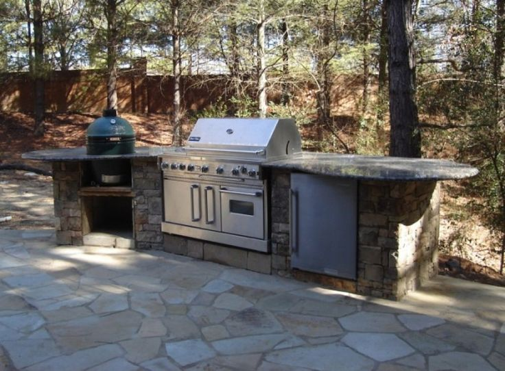 This Outdoor Kitchen Design Includes A Propane Grill And A Big Green Egg  Grill.