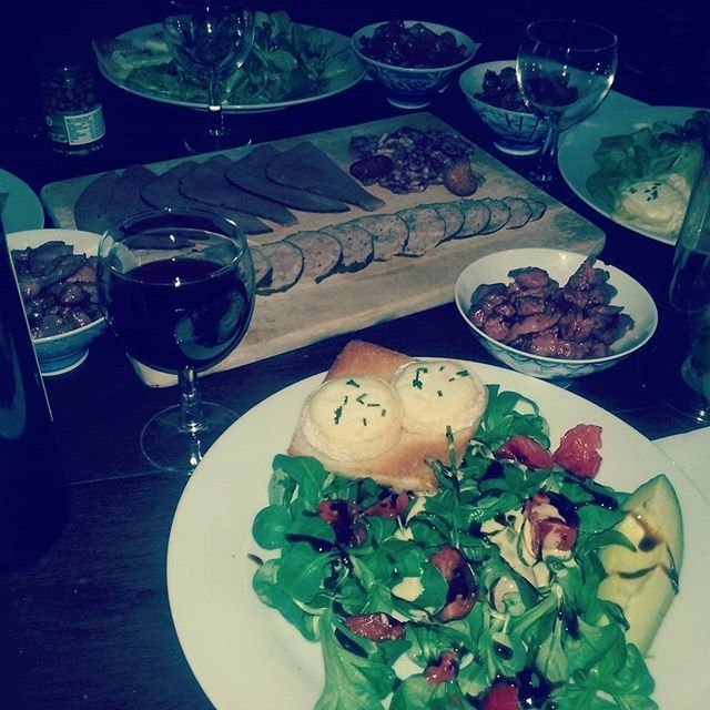 Yaz geldi salatalı hafif yemek günleri geldi☺ #yaz#salata#ciğer#şarap#sağlığınıza❤😉