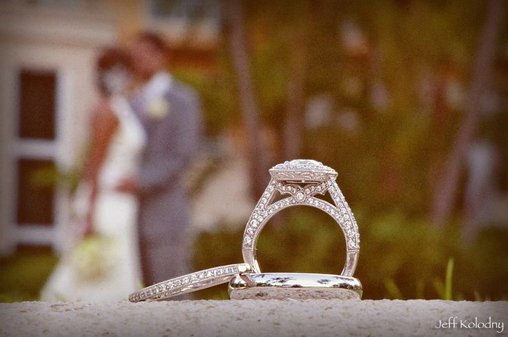 YOU be the background for your rings - beautifully composed shot.