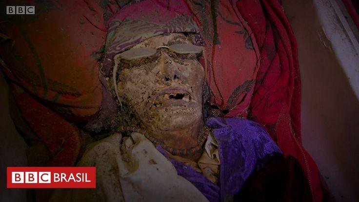 CAnadauenCE tv: O povo da Indonésia que trata os mortos como vivos...