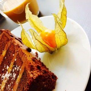 南アフリカ出身カフェオーナーおすすめ #ホームメイド #ヘルシー #チョコレートケーキ #ヘルシンキ #ローカル #カフェ #FrangipaniBakery    甘さ控え目ずっしり濃厚!
