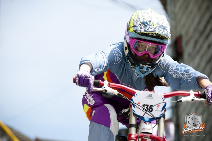 Susana Calle winner of the Women´s category at Downhill Urbano - Chiguiro Extremo - Feria de Manizales 2013