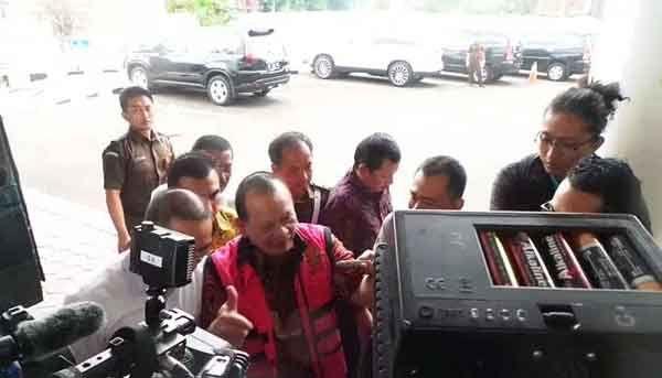 La Nyalla Akan Hadir di Sidang Perdana Didampingi 12 Pengacara