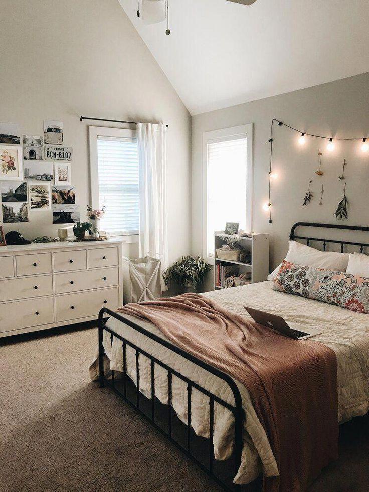 Bedroom Inspirations Teenage In 2020 Cozy Small Bedrooms Room Decor Bedroom Aesthetic Bedroom