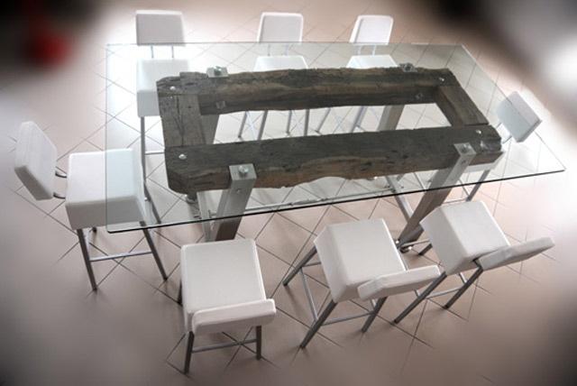 3 Life Table: Tavolo alto in legno, vetro, e acciaio inox Nella prima vita ha visto innumerevoli treni in transito, nella seconda ha lavorato con un falegname come banco da lavoro di cui porta ancora tutti i segni e i ricordi, oggi sta in mezzo alle persone che mangiano, bevono e passano piacevoli momenti in compagnia.