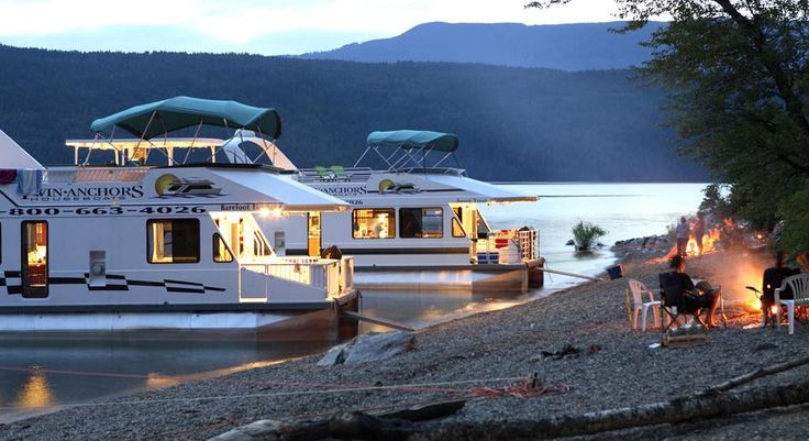 Plan your next holiday on water. Here are 10 great Canadian houseboat holidays for your next getaway.