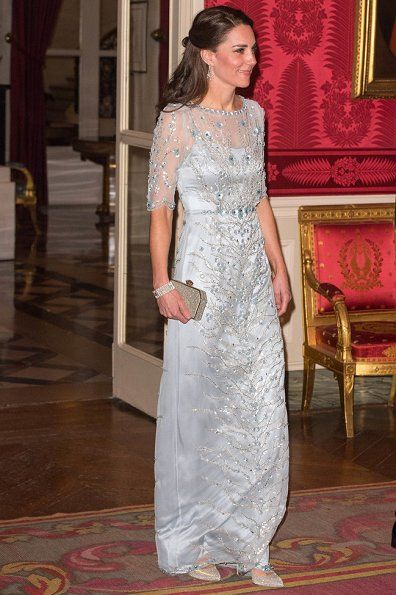 17 March 2017 - State visit to France (day 1) - gala dinner - dress and clutch by Jenny Packham, shoes by Oscar de la Renta