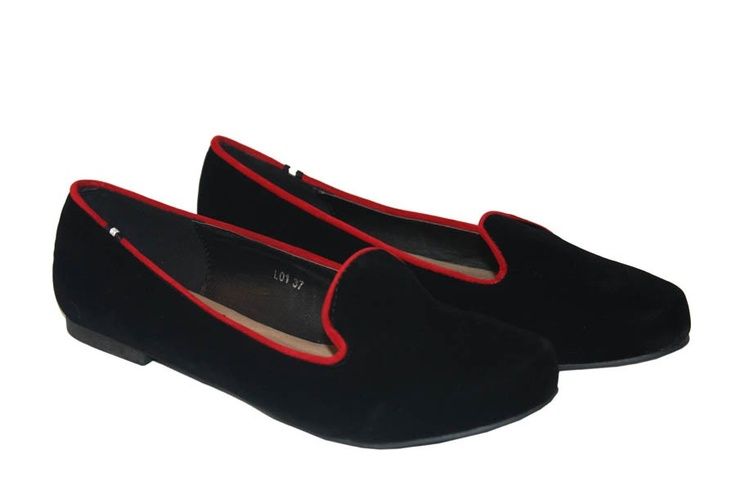 Imagine Accesorios Slippers negras con ribete rojo 26,99 €