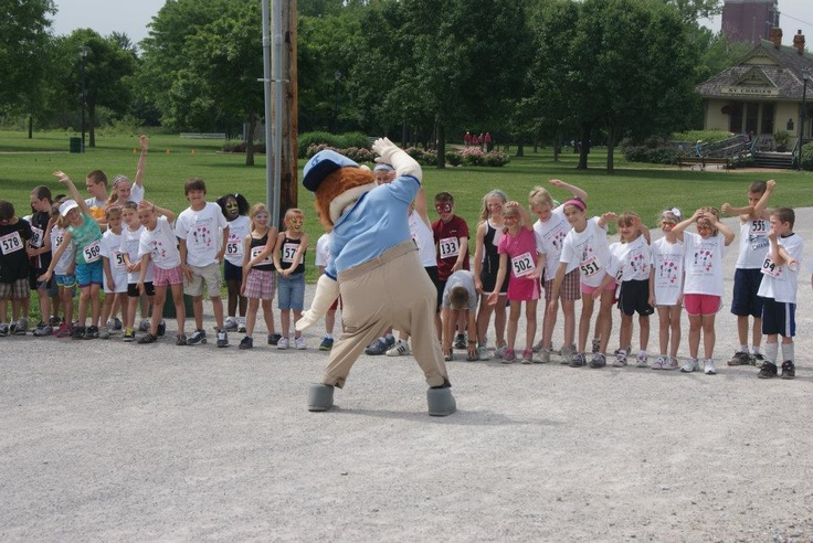 Floyd getting the kids ready for the race #kids #children #youth #events #promotions #marketing #fun #mascot