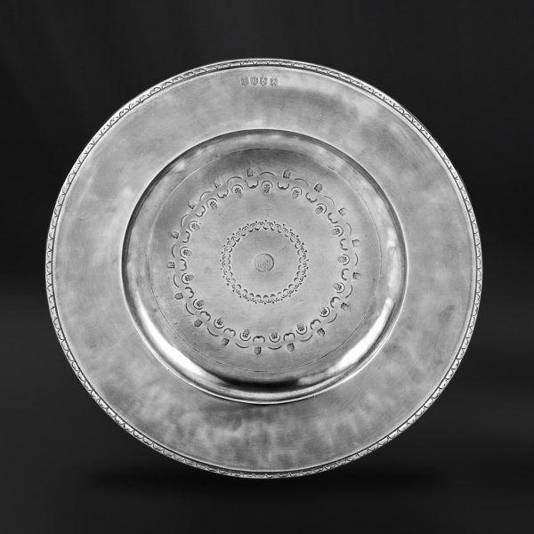 Pewter Plate - Diameter: 44,5 cm (17,5″) - Food Safe Product - #pewter #plate #dish #peltro #piatto #zinn #teller #zinnteller #étain #etain #assiette #plat #peltre #tinn #олово #оловянный #tableware #dinnerware #table #accessories #decor #design #bottega #peltro #GT #italian #handmade #made #italy #artisans #craftsmanship #craftsman #primitive
