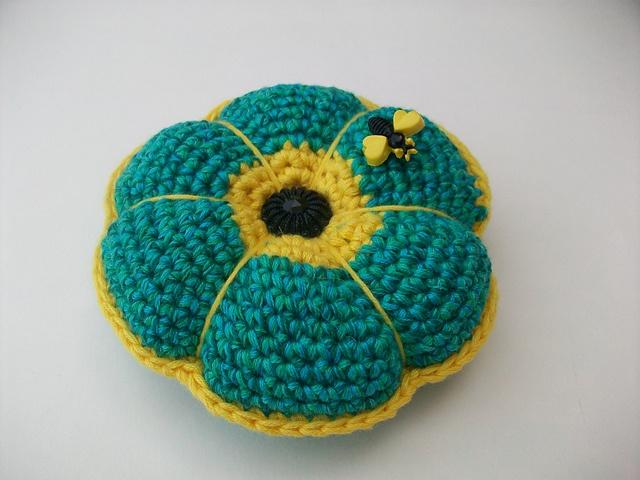 Ravelry: luvmygirlies' Pretty Pin Cushion - free pattern