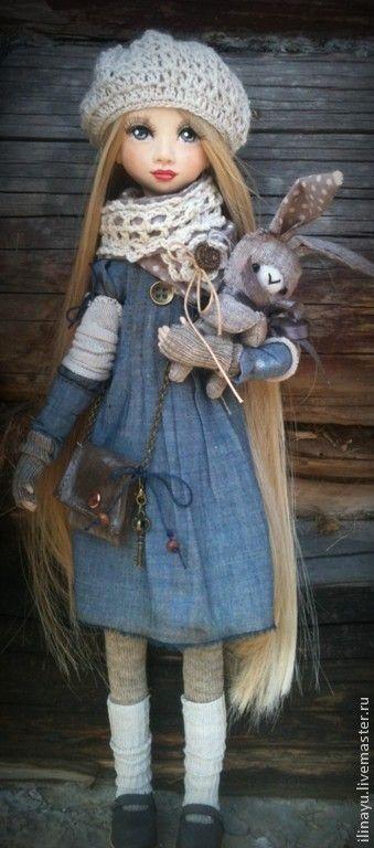 02.10.2014  Работа дня: Кукла Карина  Эта выразительная куколка сделана в смешанной технике лепки и шитья. Вся одежда, аксессуары и миниатюрный игрушечный зайчик выполнены вручную. #doll #artdoll #ooak