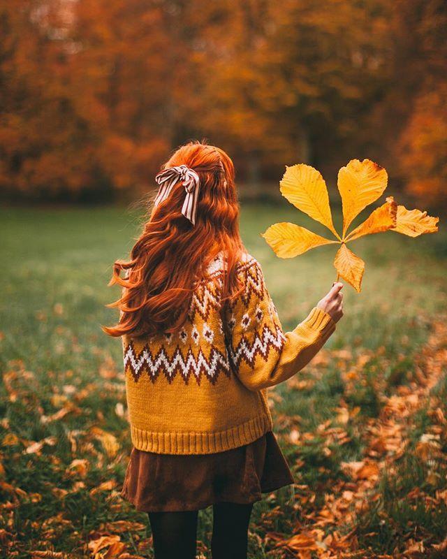 фото с листьями на аву пельмени лепит, раскладывая