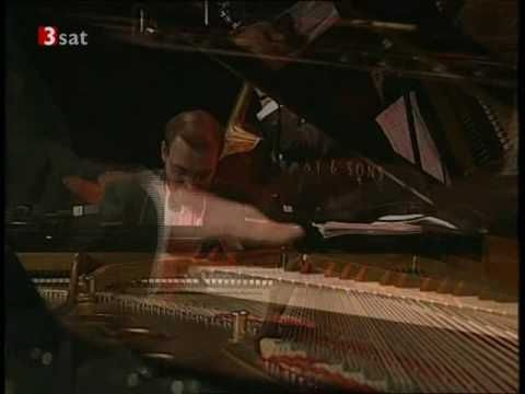 ▶ Ray Brown Trio feat. Regina Carter (violin) - Lady Be Good - YouTube