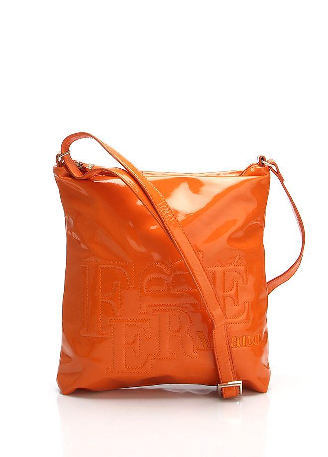 FERRE Milano Çapraz askılı çanta 30 x 27 x 7 cm. Markafoni'de 599,90 TL yerine 199,99 TL! Satın almak için: http://www.markafoni.com/product/4701588/