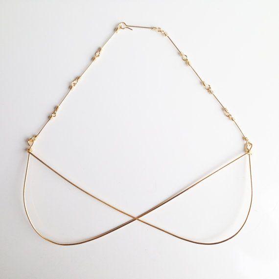 Crossing Curves geometrical necklace in gilt door LauraEssayie