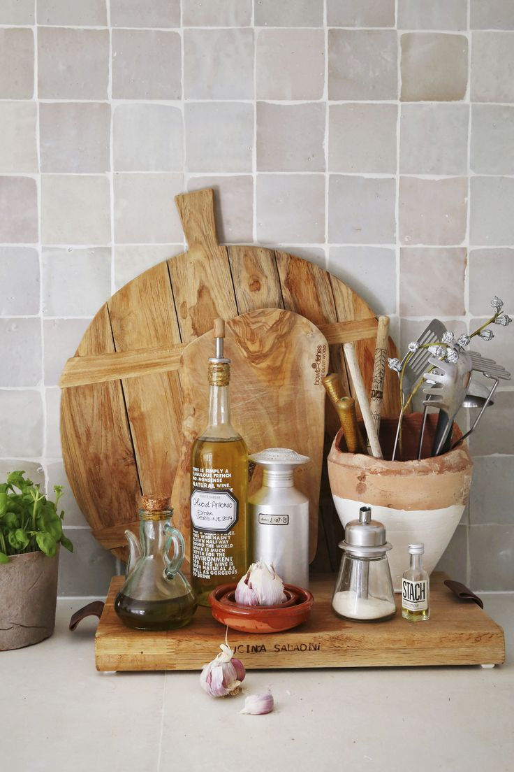 | Zelliges tiles | Customized concrete top| Wooden cutting boards HK Living | DIY wine bottles to olive oil bottles | Dille & Kamille labels | Photo: Jan Luijk | Styling: Marit Saladini | Published: Libelle 2015