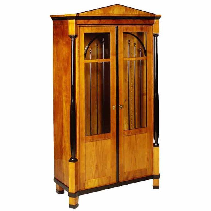 24 besten antike vitrinen bilder auf pinterest antike. Black Bedroom Furniture Sets. Home Design Ideas