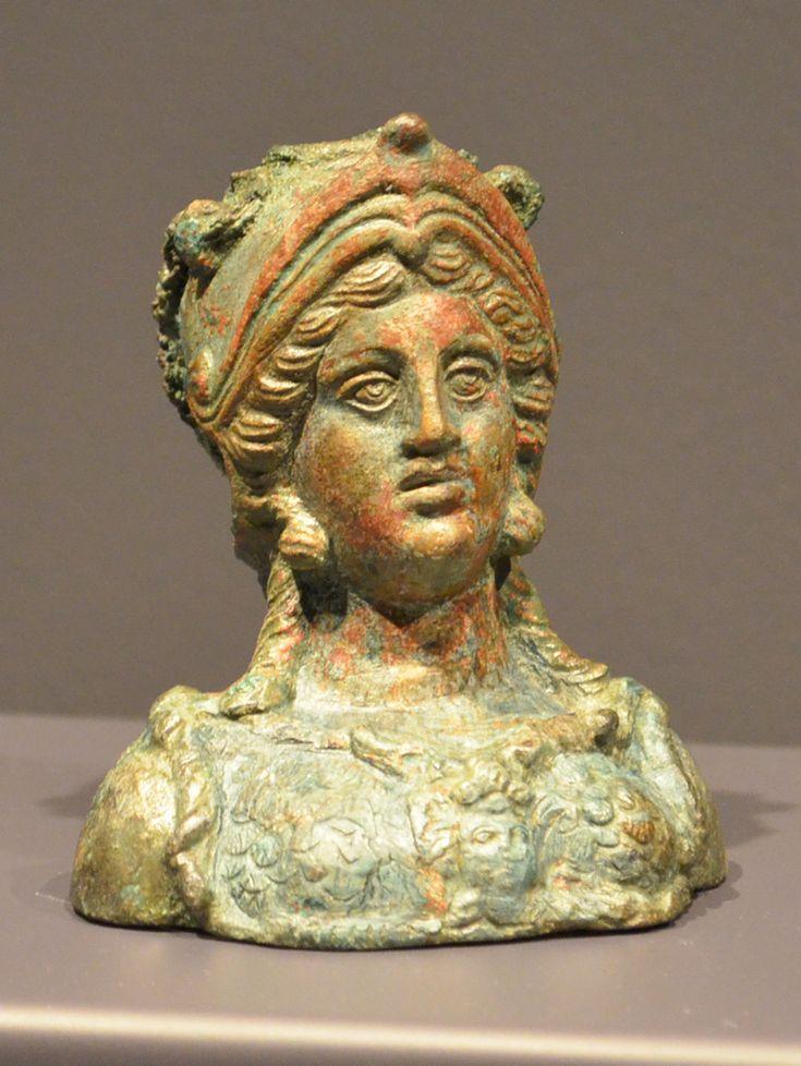 Art Gallery NSW- Apr2014- Afghanistan hidden treasures from the National Museum, Kabul تصاویر اشیای یافت شده از بگرام - پیکرک مفرغی- اتاق10 سده اول میلادی