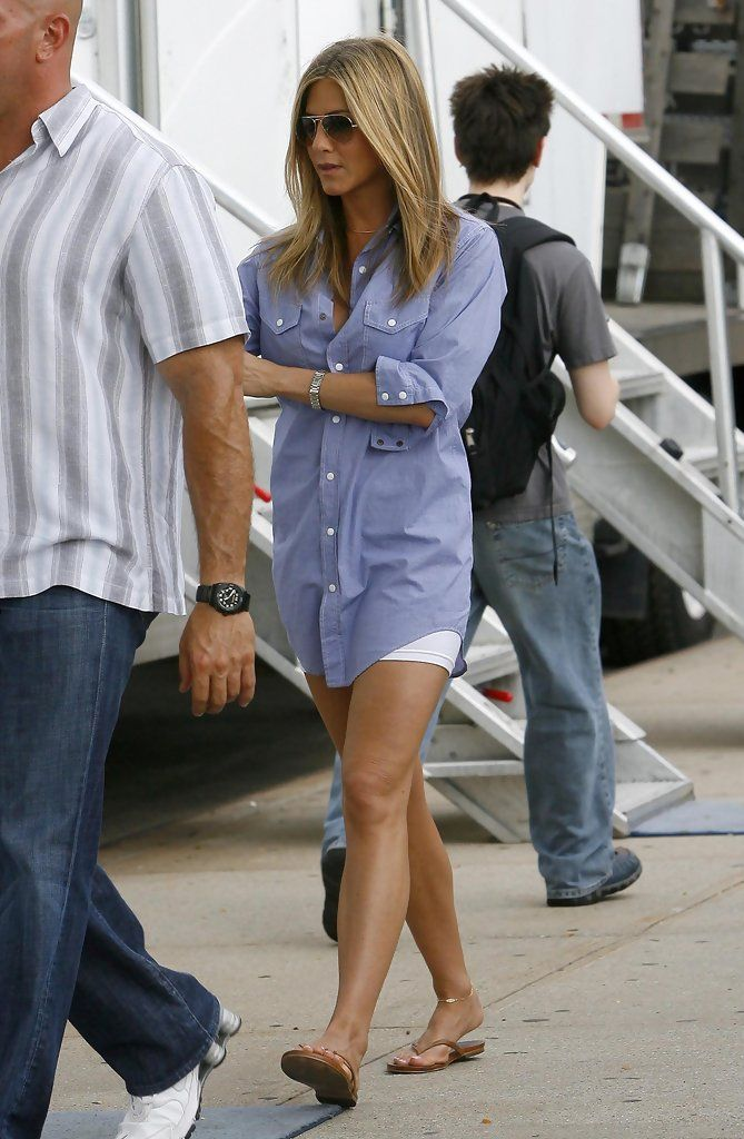 Jennifer Aniston and Gerard Butler on the set of 'The Bounty' in Queens, NY.