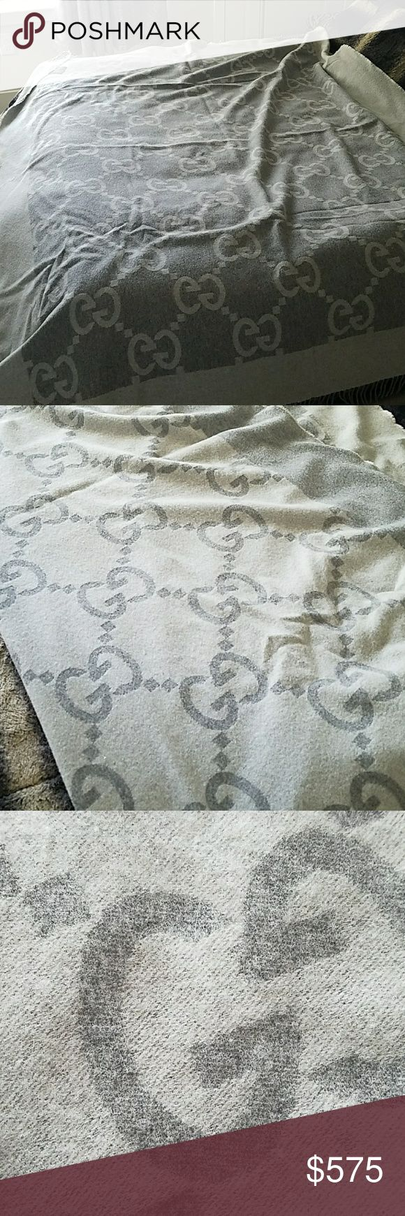 Gucci Kashmir and wool shaw Reversible can be used as a throwdown blanket or a shaw Gucci Other