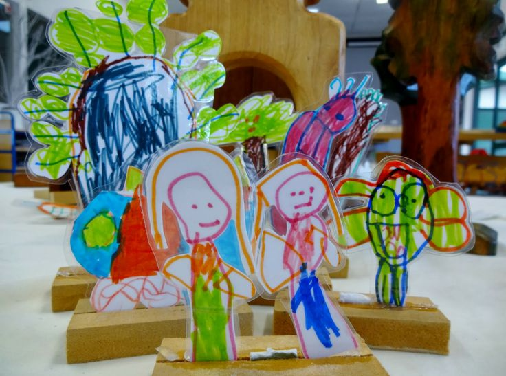 Invite children to make their own flannel board or stand up characters for storytelling.  Can also attach stand up characters to clothespin bases.  Mairtown Kindergarten: The Art of Storytelling