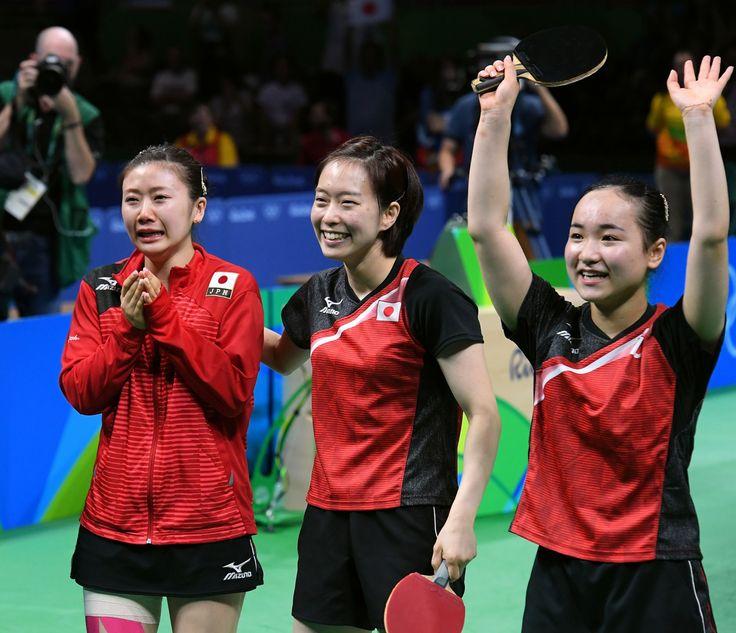 朝日新聞デジタルの写真特集「卓球女子団体、団結の銅」です。 #卓球 #リオ五輪