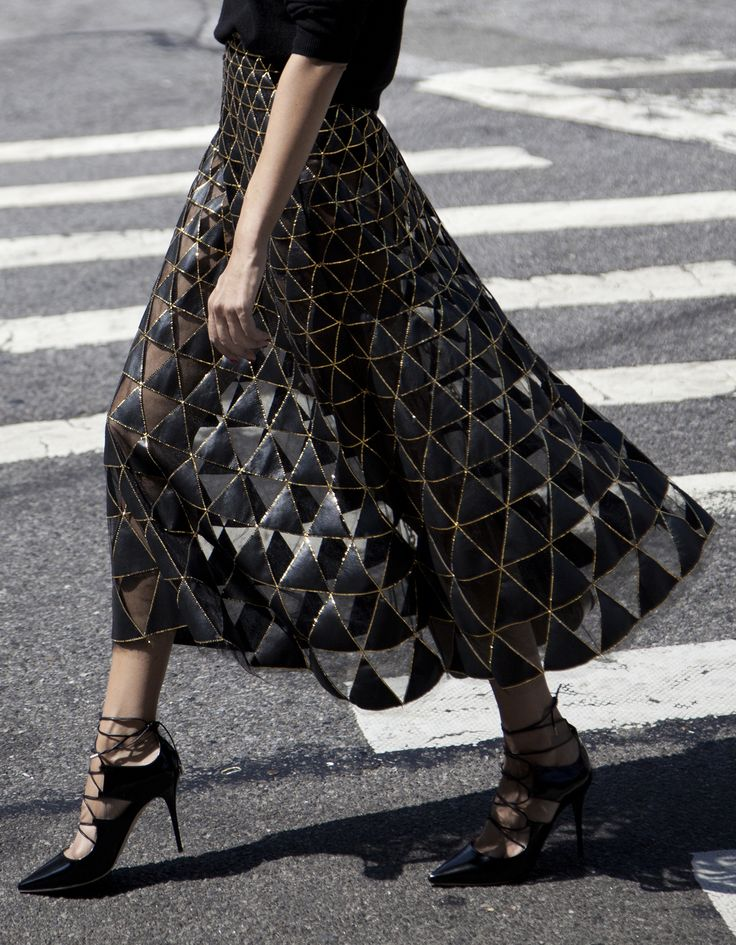 Valentino skirt | STYLEHEROINE Valentino skirt/Valentino bag/Jimmy Choo shoes/Uniqlo knit