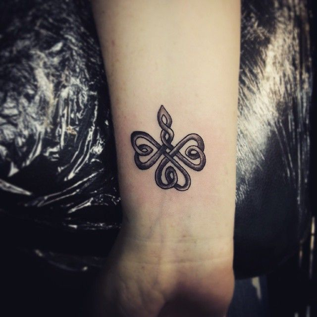 25 beste idee n over klavertje vier tatoeages op pinterest keltische klaver tatoeages tattoo. Black Bedroom Furniture Sets. Home Design Ideas