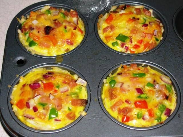 No time for a healthy tasty workday breakfast? Make-ahead individual ham, cheese & veggie frittatas.