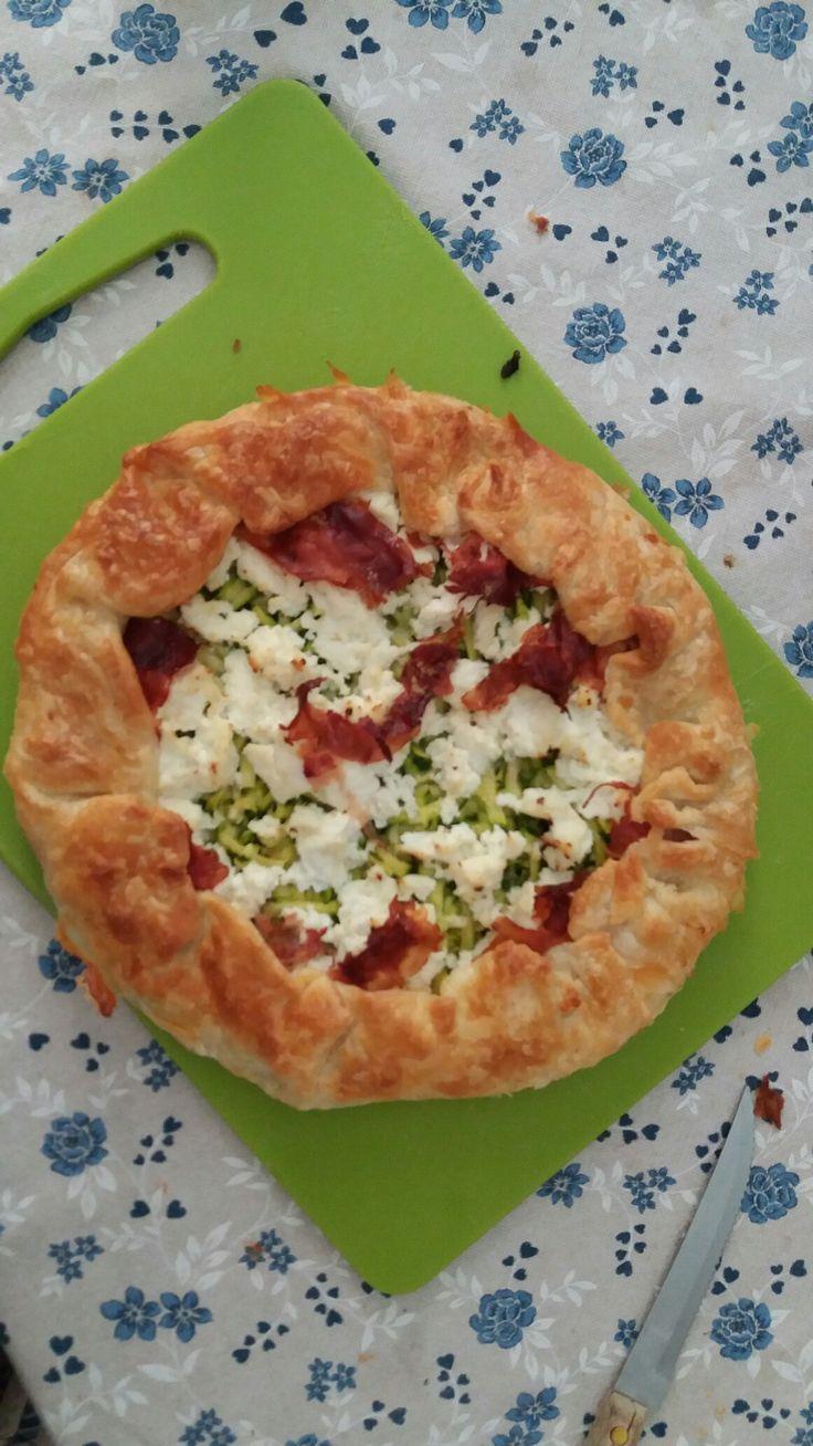 Torta salata zucchine julienne ricotta cotto e parmigiano