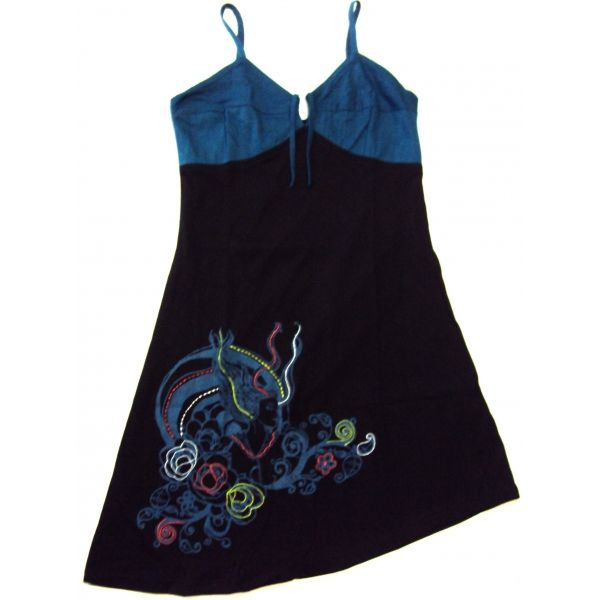 Vestido hippie de punto elástico de algodón, hecho en la India, en color negro y petrol, de tirantes finos regulables y bonito escote con tiras para rizarlo. Lleva la imagen de una mujer con flores y fantasía bordados.