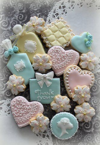 Pretty cookies!! So adorable.