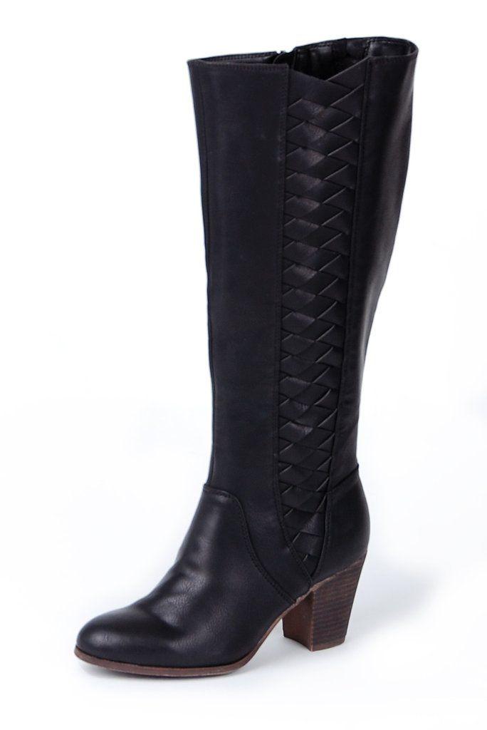 Bottes hautes à talon haut solide en PU noir. Le talon, d'une hauteur de 2,5 pouces ou près de 7 cm, a des allures de bois. Vous serez confortable toute la journée.