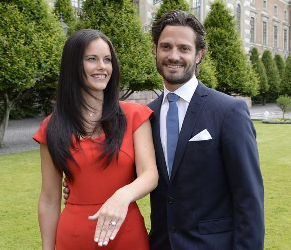 Carlos Felipe de Suecia y Sofia Hellqvist agradecen las felicitaciones recibidas por su compromiso.