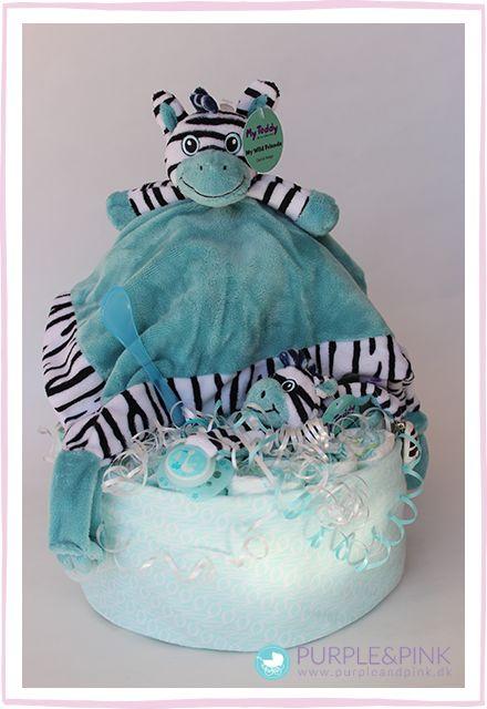 Super sød Diaper Cake med blød nusseklud, suttekæde, sut, ske og stofble. #blekage #barselsgave #diapercake