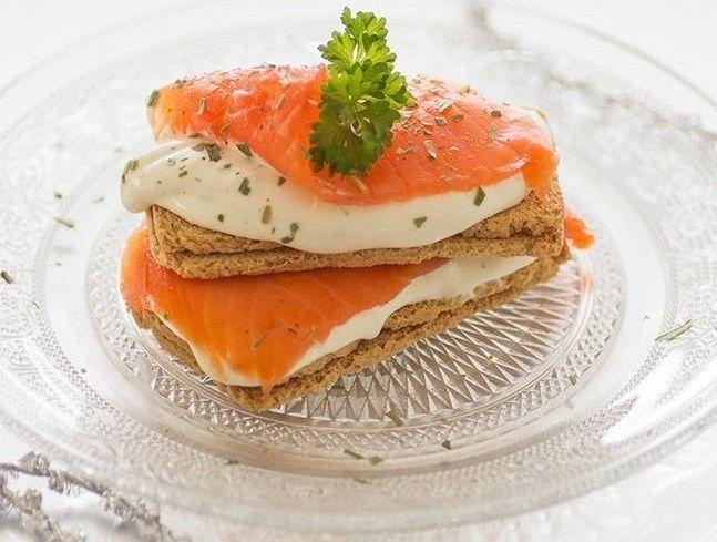 Menú Directo al Paladar - Canapé de salmón, queso crema y miel