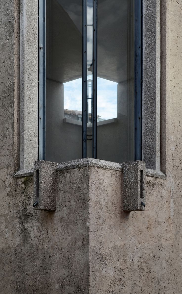 """https://flic.kr/p/eKTvCe   carlo scarpa, architect: gipsoteca del canova, extension of the canova museum in possagno, italy 1955-1957. detail, corner skylight   gipsoteca del canova, canova plaster cast gallery extension, possagno 1955-57. architect: carlo scarpa 1906-1978 with v. pastor.  exterior detail: corner skylight, type one. concrete frames and rendered walls.  <a href=""""http://www.flickr.com/photos/seier/sets/72157601329828130/with/4923748309/"""">the scarpa set.</a>"""