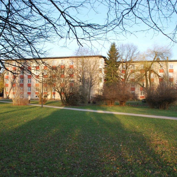 Dijaški dom Bežigrad Ljubljana Hostel, www.ddb.upps.eu, Suchen Sie nicht weiter. Willkommen in der Herberge Bežigrad Ljubljana! Wir bieten eine komfortable Unterkunft für unsere Gäste. Unser Hostel befindet sich in der Nähe der Universität. Wir würden uns freuen, Sie als Gast zu haben.  Mit freundlichen Grüßen, DDBL-Team