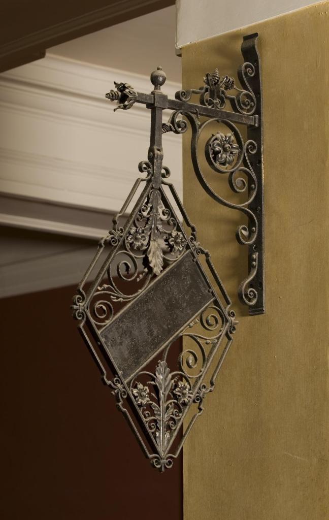 Wrought iron shop sign: Italian, 17th century?