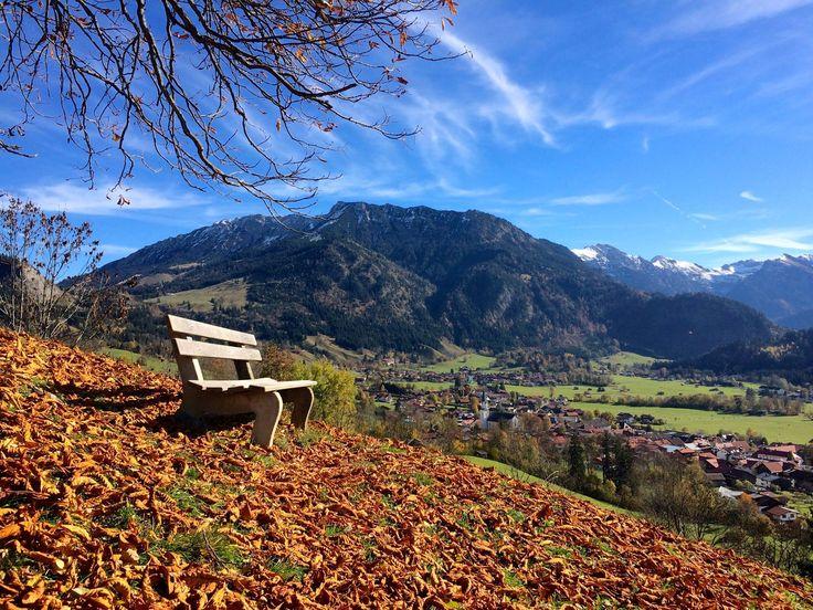 Traumhafter Blick über Bad Hindelang und in die Allgäuer Berge. Aussichtspunkt: die Nusche