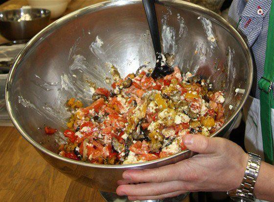 Теплый салат с баклажанами, перцем и фетой — Вкуснота!