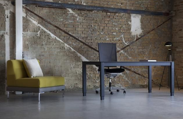 H4 arbejdsbord. Skrivebord. Working desk