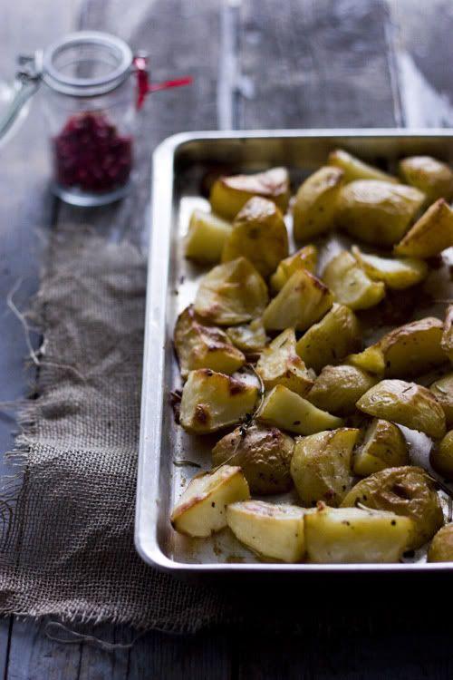 Pommes de terre confites au thym et au romarin.